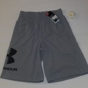 NWT UNDER ARMOUR LOOSE COUPE SHORTS